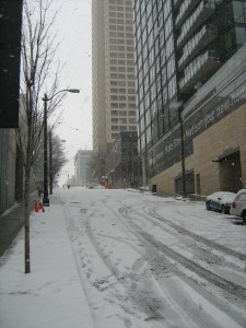 Snowy_street_in_downtown_Seattle