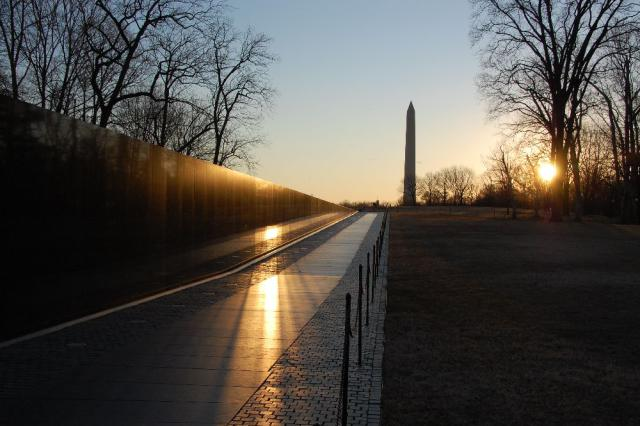 sunset-at-the-vietnam-memorial